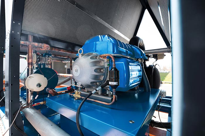 The most powerful air-cooled chiller using oil-free compressor technology, with a refrigeration capacity of up to 2 MW